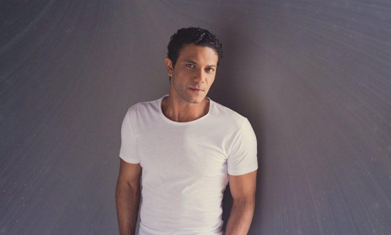 """Photo of آسر ياسين لإذاعة الفجيرة : أتمنى عمل جزء ثاني من مسلسل """" ب 100 وش """""""
